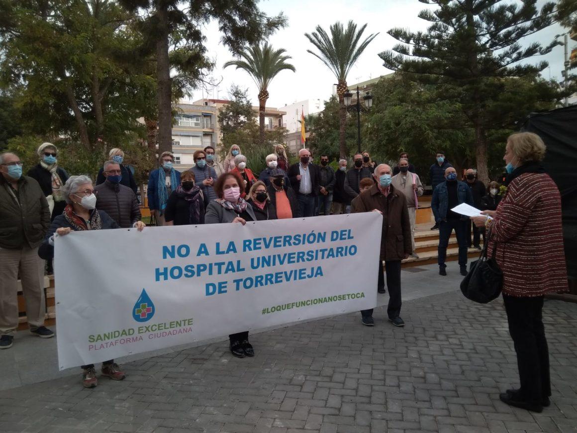 TRES MINUTOS DE SILENCIO CONTRA LA REVERSIÓN DEL HOSPITAL UNIVERSITARIO DE TORREVIEJA