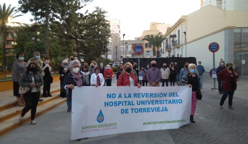 CONTRA LA REVERSIÓN DEL HOSPITAL UNIVERSITARIO DE TORREVIEJA TRES MINUTOS DE SILENCIO
